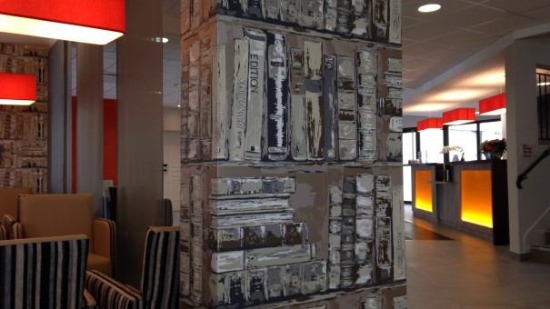 hotel kyriad angers beaucouze - géraldine fourny - decoratrice d interieur nantes 44 - bar escalier 2